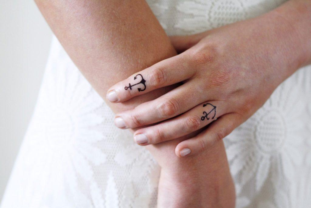 Tatuaże Na Palcach Subtelna Ozdoba Dla Każdej Kobiety